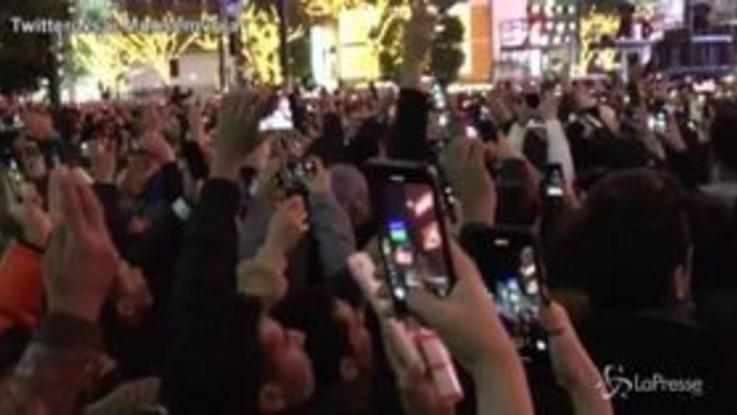 Capodanno 2020, in migliaia in piazza a Tokyo per il conto alla rovescia