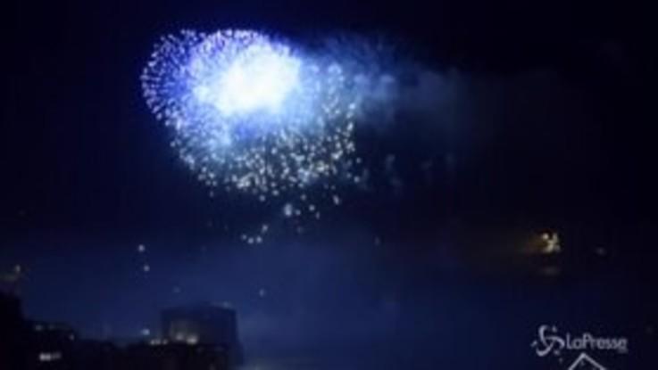 Capodanno a Napoli, l'incredibile spettacolo dei fuochi d'artificio sul lungomare