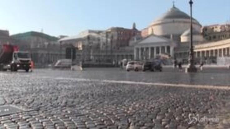 Capodanno a Napoli, sul Lungomare per turisti e runner è slalom tra i residui della festa