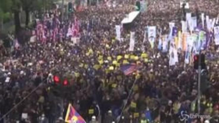 Hong Kong: migliaia in piazza anche a Capodanno, scontri e lacrimogeni