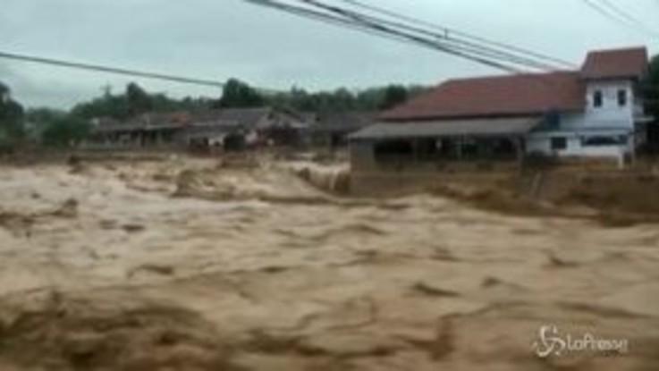 Indonesia, gravi inondazioni a Giacarta: 18 morti