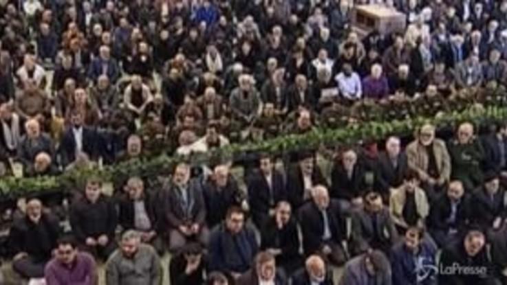 Teheran, le preghiere del venerdì dopo l'uccisione di Solemaini