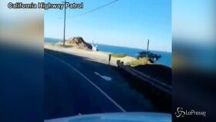 California, Suv si lancia dalla scogliera e sparisce nell'oceano
