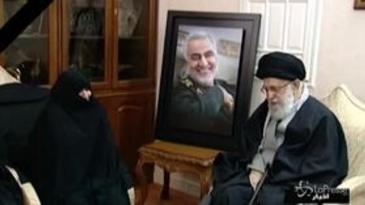 Morte Soleimani, l'Ayatollah Khamenei fa visita alla famiglia del generale