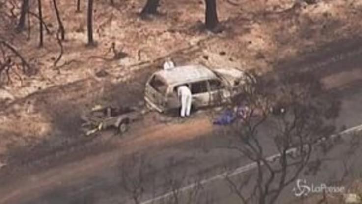 Incendi in Australia, auto bruciata dalle fiamme: due morti sull'Isola dei Canguri