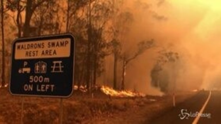 Incendi in Australia, le fiamme minacciano l'autostrada tra Sydney e Melbourne