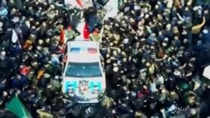 In migliaia a Baghdad ai funerali del generale iraniano Soleimani