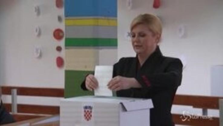 Urne aperte in Croazia per le elezioni presidenziali, al voto i due sfidanti