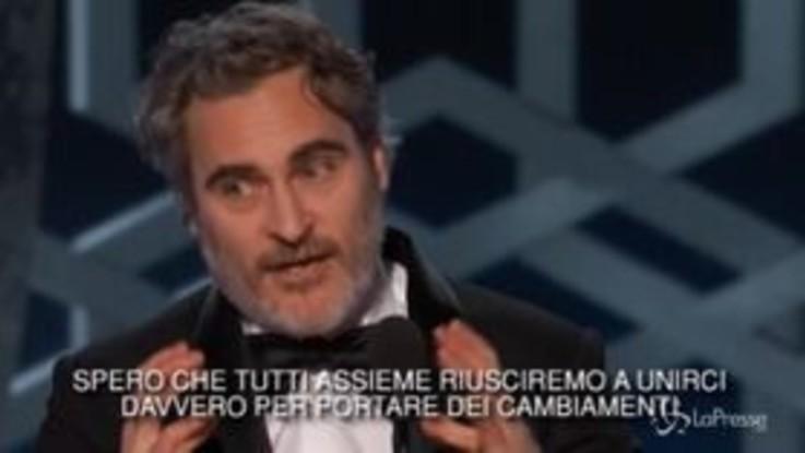 """Golden Globe, il discorso per il clima di Joaquin Phoenix: """"Dobbiamo prenderci le nostre responsabilità"""""""