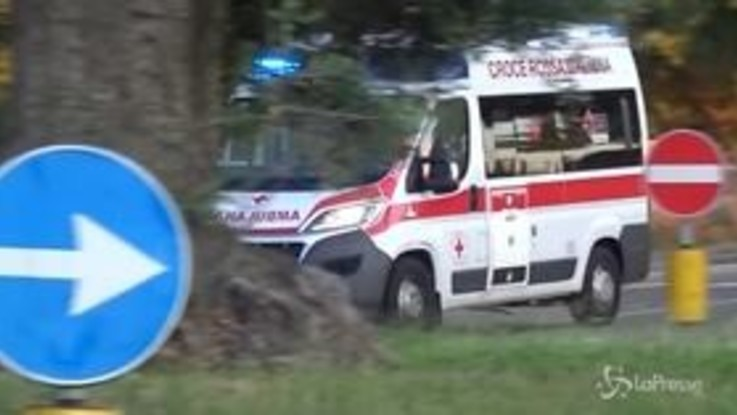Napoli, sequestrano ambulanza per un amico