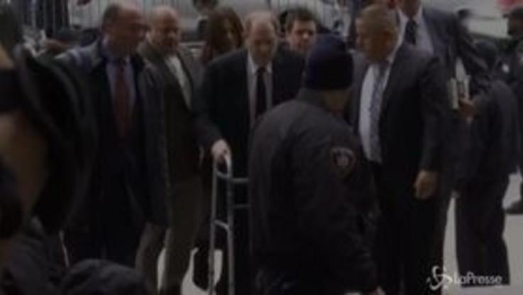 New York, al via il processo per stupro contro Weinstein