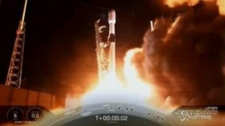 SpaceX ha lanciato nello spazio altri 60 mini satelliti internet