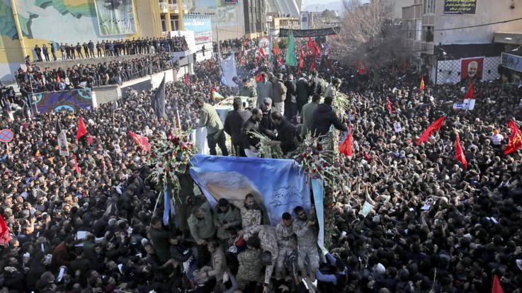 Iran, almeno 40 morti nella calca per l'addio a Soleimani