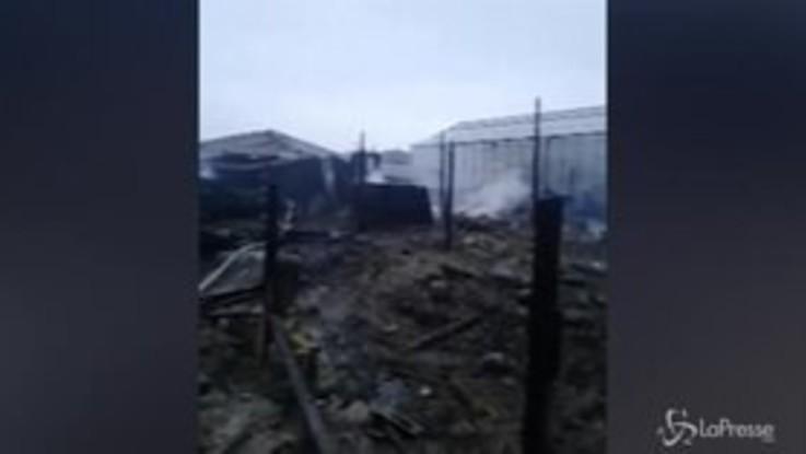 Incendio in una serra alla periferia di Mosca, otto morti