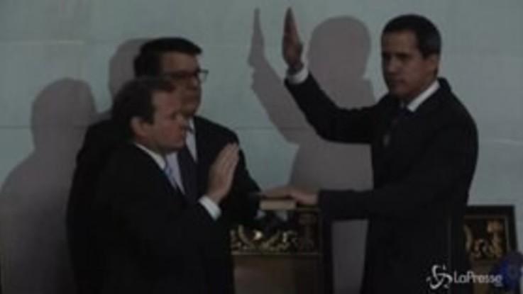 Venezuela, Guaidò entra in Parlamento e giura come presidente
