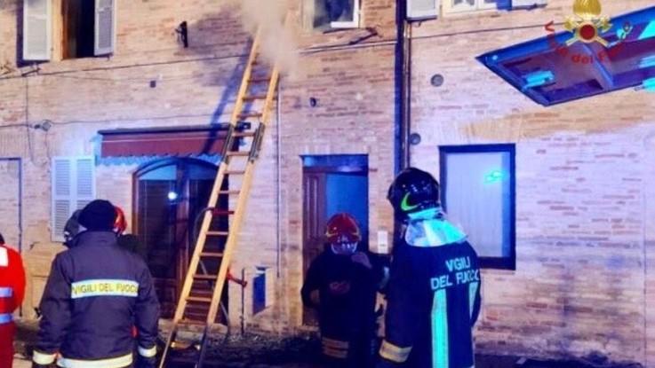 Fermo: a fuoco una casa, muore bimba di 7 anni