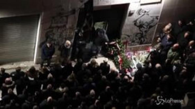 Acca Larentia: schierati e vestiti di nero, la commemorazione neofascista vista dall'alto