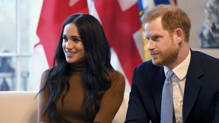 Regno Unito, Harry e Meghan rinunciano al loro status nella famiglia reale