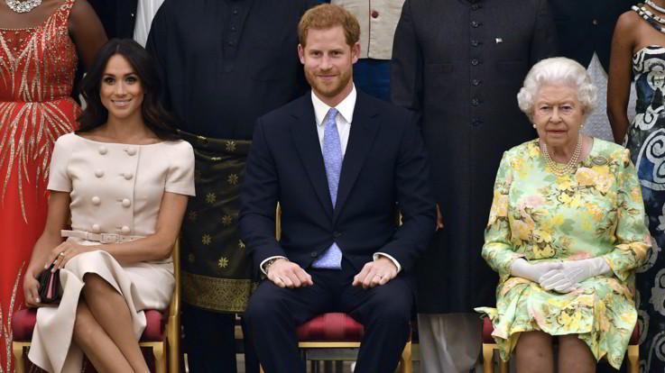 """Gb, la Regina accontenta Harry e Meghan: """"Sì a una maggiore indipendenza"""""""