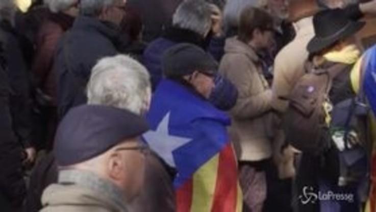 Catalogna, centinaia di separatisti a Barcellona manifestano per Junqueras