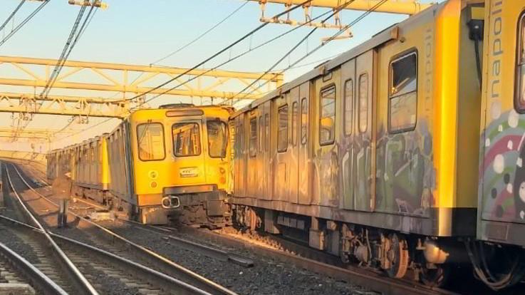 Napoli, scontro tra treni della metropolitana: 9 i feriti