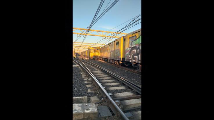 Napoli, scontro tra treni della metropolitana: le immagini
