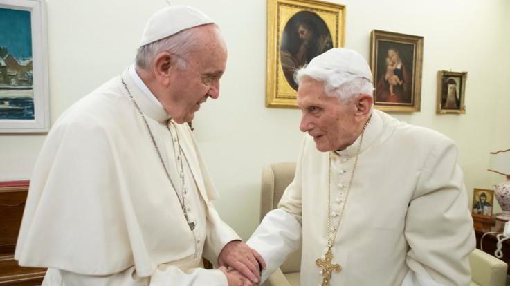 Ratzinger chiede di rimuovere la firma dal libro del cardinale Sarah