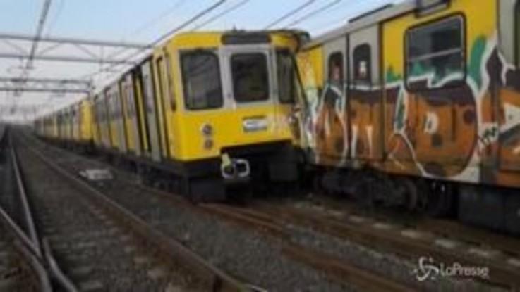 Napoli, scontro tra treni metro: le immagini dalla banchina