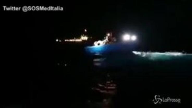 Migranti, l'Ocean Viking di nuovo in mare salva 39 naufraghi