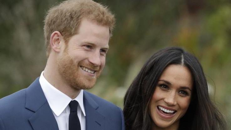 """Harry e Meghan rinunciano al titolo di """"Altezze Reali"""""""