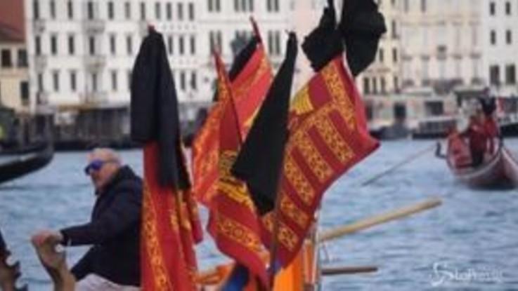 Venezia, protesta in laguna contro il moto ondoso