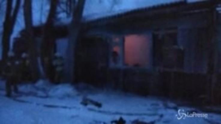 Russia, 11 morti tra le fiamme di una baracca di legno