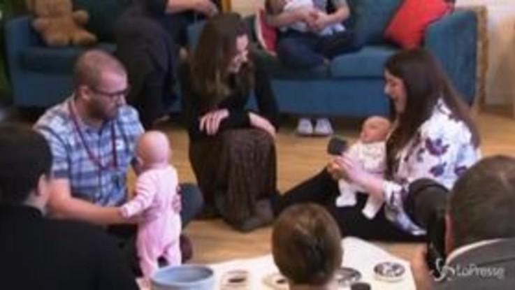 Kate Middleton in un asilo nido tra bebè e genitori