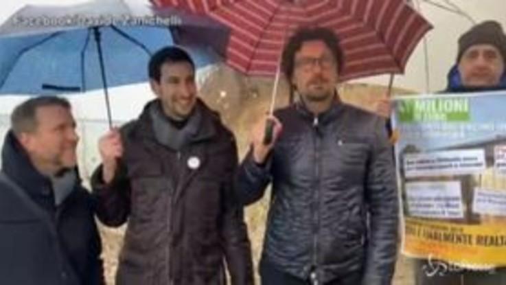 La gaffe di Toninelli, confonde un deputato con il candidato alla Regione Emilia Romagna