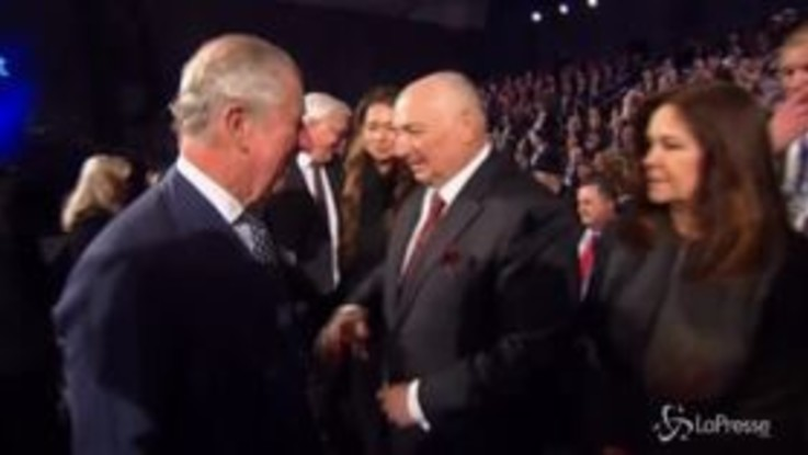 Il principe Carlo nega il saluto a Mike Pence, niente stretta di mano al vicepresidente Usa