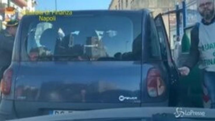 Napoli, tassisti abusivi in centro: Gdf sequestra quattro auto
