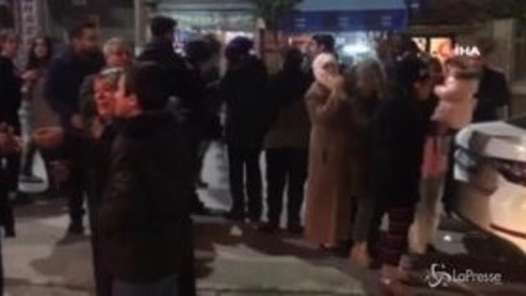 Terremoto Turchia: in un video la lunga scossa, panico nelle strade