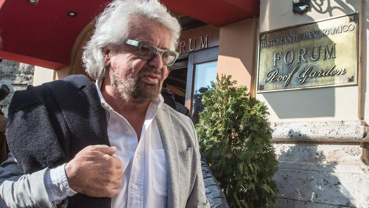 """Beppe Grillo annulla tour """"Terrapiattista"""": """"Devo operarmi"""""""