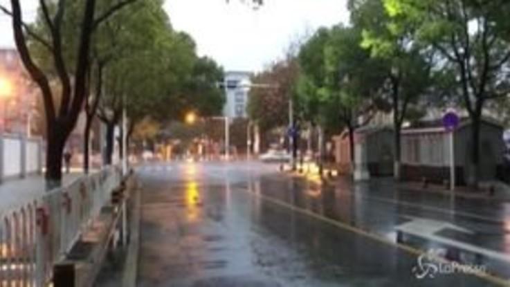 Negozi chiusi e strade deserte, Wuhan è una città fantasma
