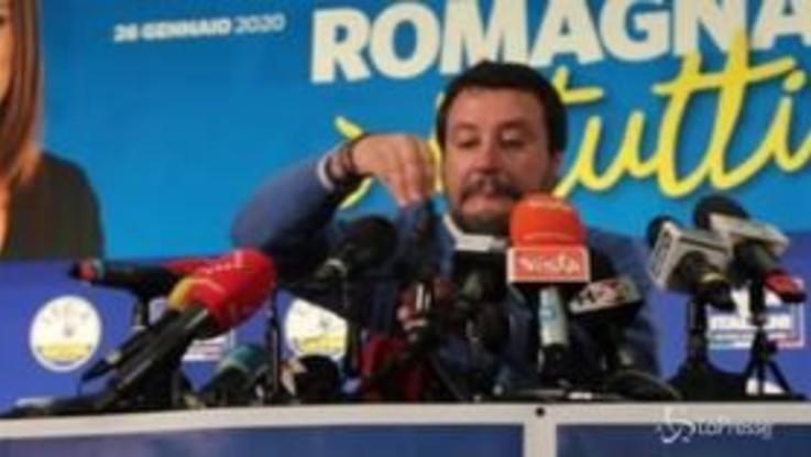 Regionali, Salvini 'litiga' con i microfoni e abbatte quello di LaPresse