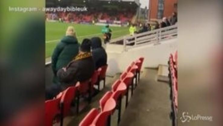 FA Cup: tifoso ordina la pizza allo stadio, la consegna è direttamente in tribuna