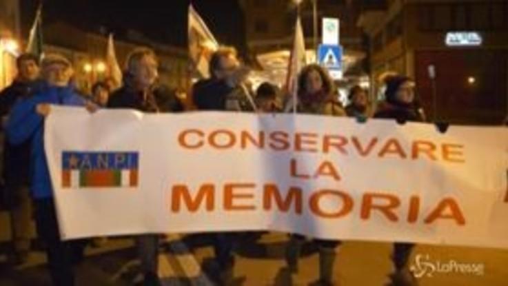 Giorno Memoria, fiaccolata a Mondovì contro antisemitismo