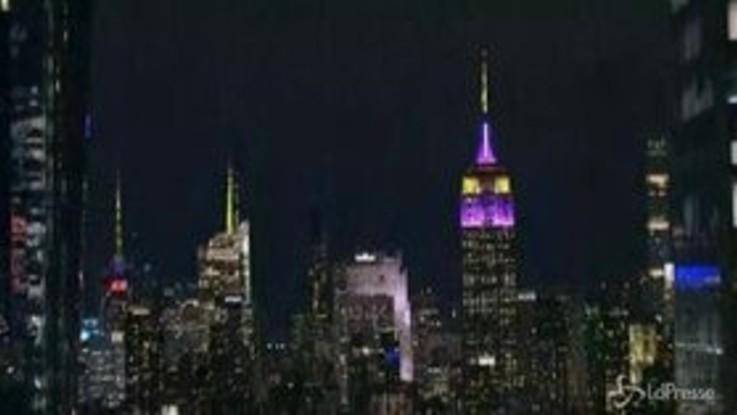 New York omaggia Kobe Bryant e l'Empire State Building diventa viola e oro