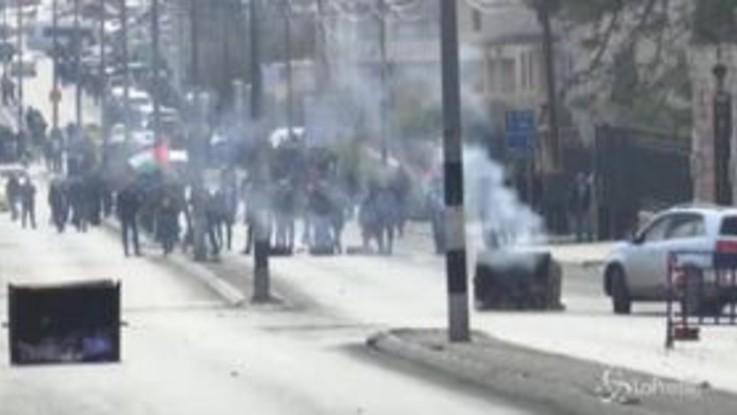 Proteste palestinesi contro il piano Usa, pioggia di lacrimogeni a Betlemme