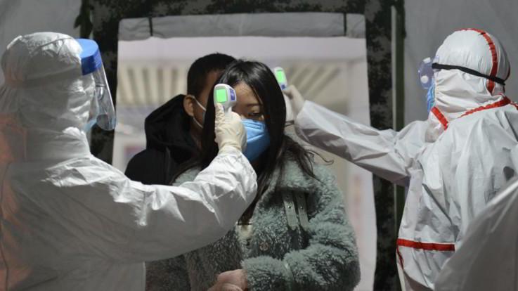 Virus cinese, salgono a 170 i morti: pronto rimpatrio dei cittadini italiani
