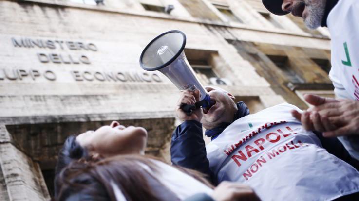 Whirlpool, azienda rimanda addio a Napoli al 31 ottobre
