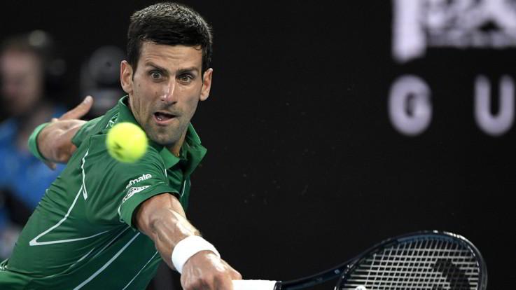 Australian Open: Djokovic è il primo finalista, travolto Federer