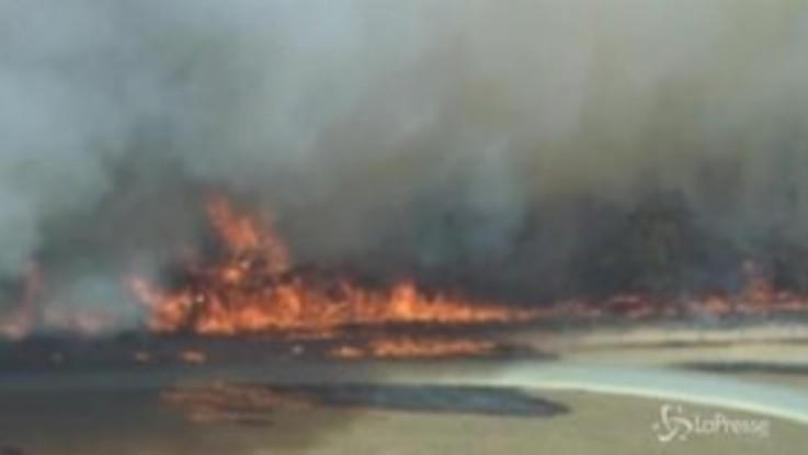 Ancora incendi in Australia, roghi vicino a base aerea a nord di Perth