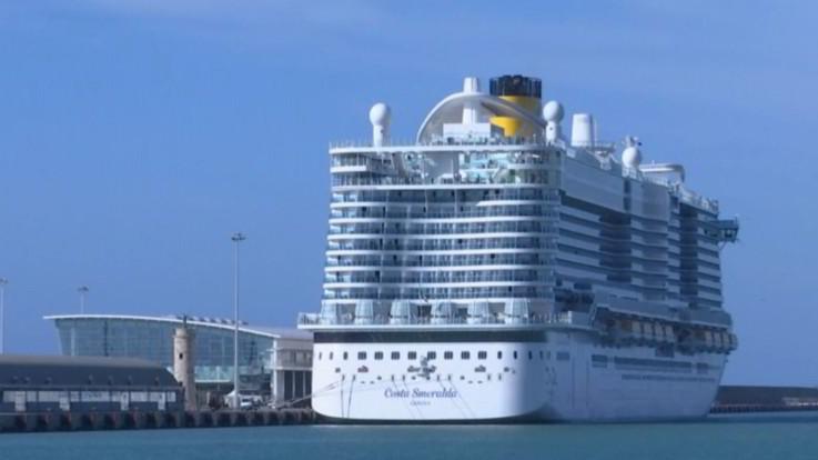 Casi sospetti di coronavirus, nave da crociera bloccata a Civitavecchia con 6 mila persone a bordo
