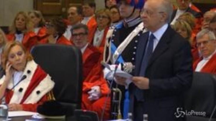 Davigo contestato a Milano, il consigliere del Csm parla e gli avvocati lasciano l'aula